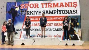 NEU Sporcuları 'Spor Tırmanış Türkiye Şampiyonası Finalleri'nden Derecelerle Döndü